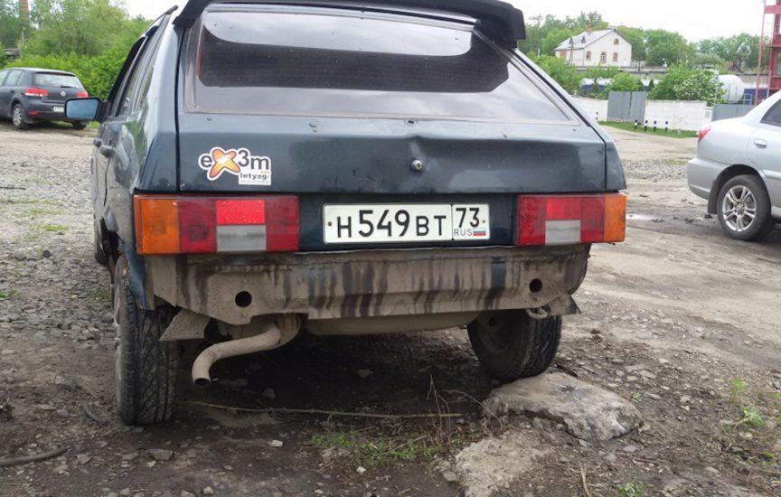 Автомобиль без заднего бампера