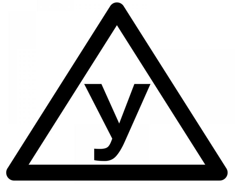Черный знак «Учебная машина» на магните