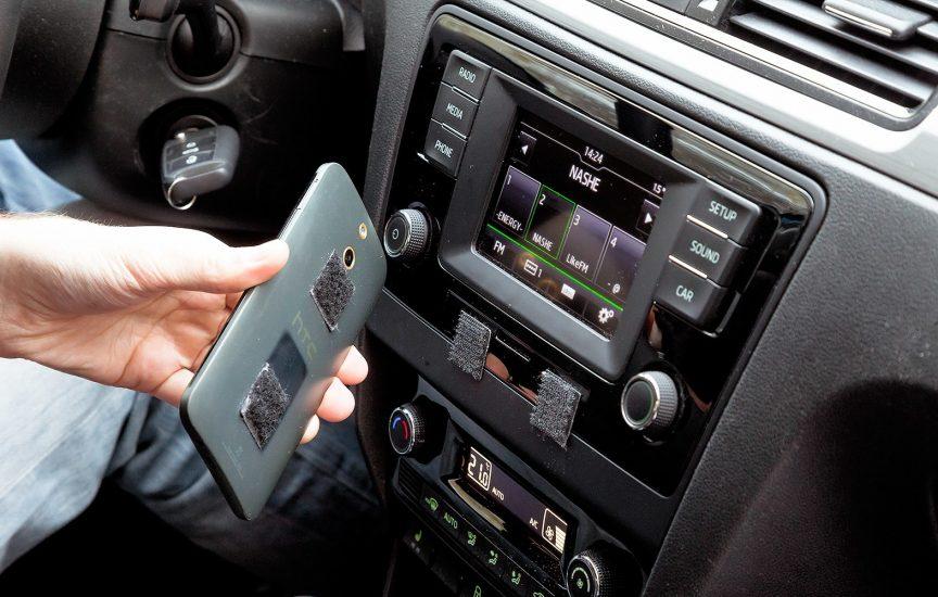 держатель для телефона в машину на торпеду липучка