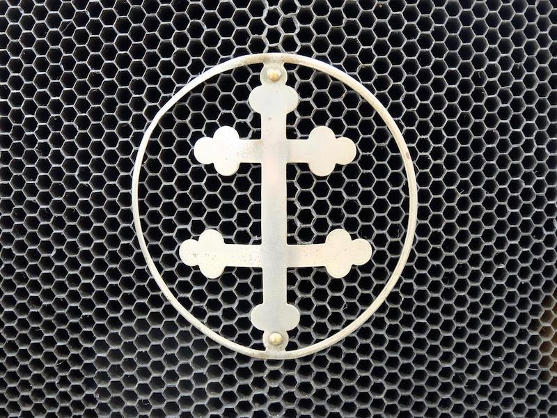 Двойной лотарингский крест – эмблема автомобилей «Лорен-Дитрих»