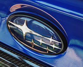 машины со звездочками на эмблеме