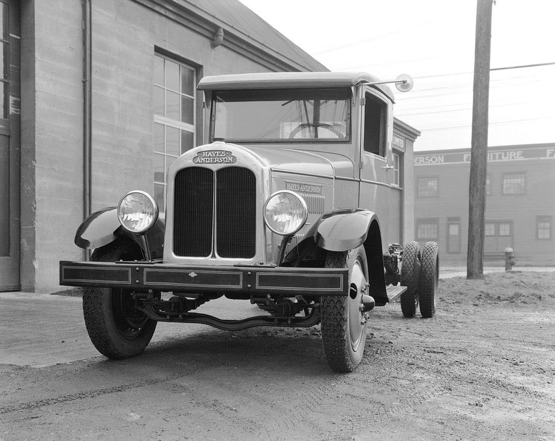 Первая техника 30-х и начала 40-х производилась с логотипом Hayes Anderson