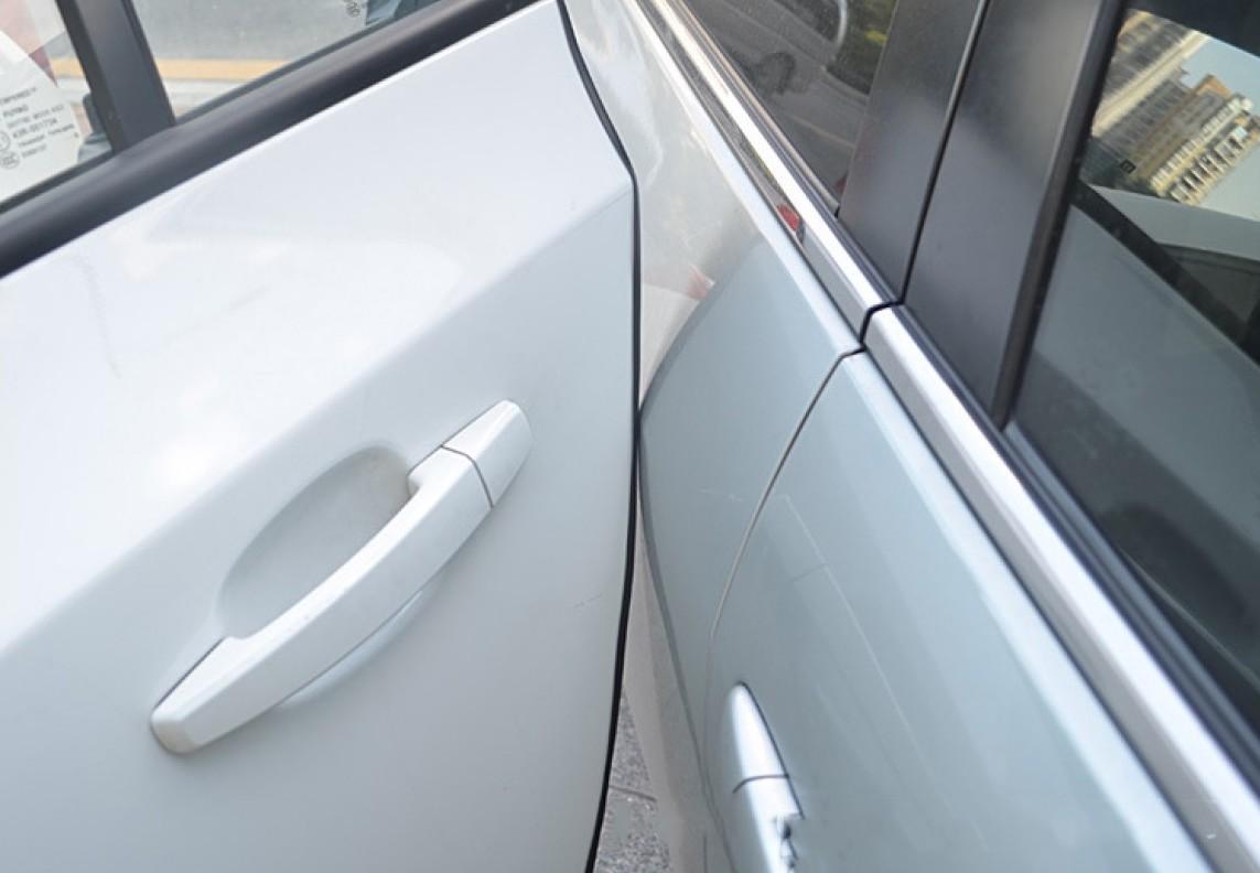 защитный молдинг на кромку двери автомобиля