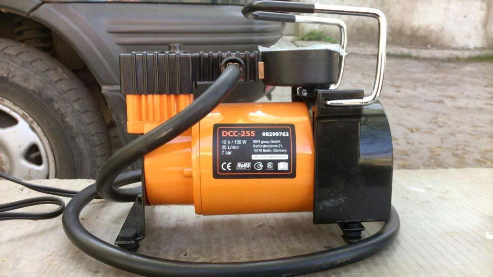 Автомобильный компрессор Defort DCC 255