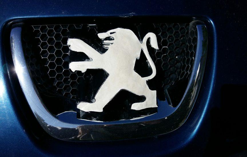 марки машины с львом на эмблеме