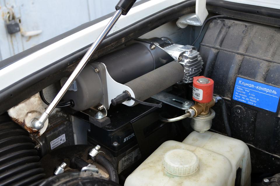 Стационарная установка компрессора под капотом