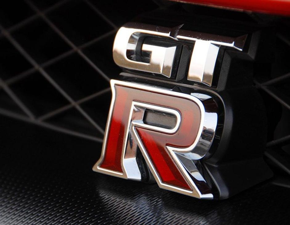 Знак Nissan GT-R