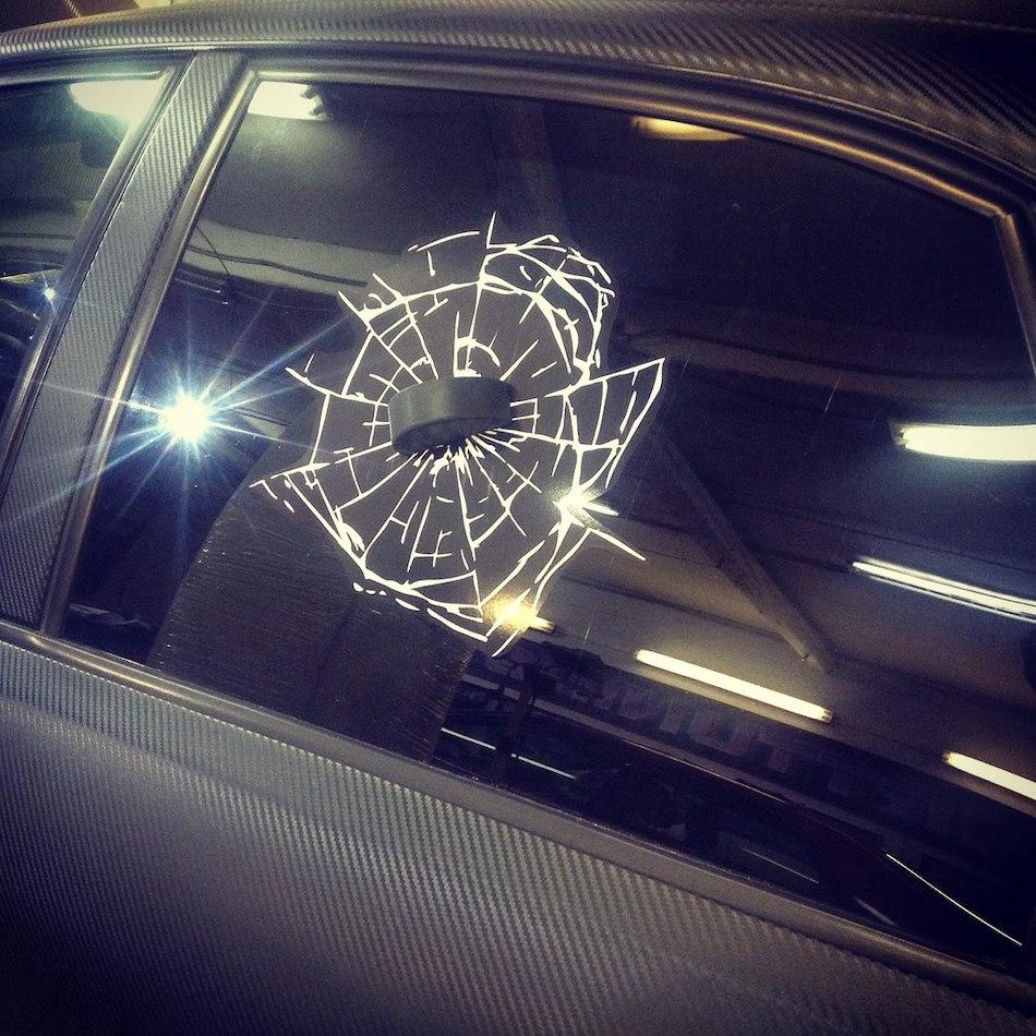 Наклейка Шайба в окне авто