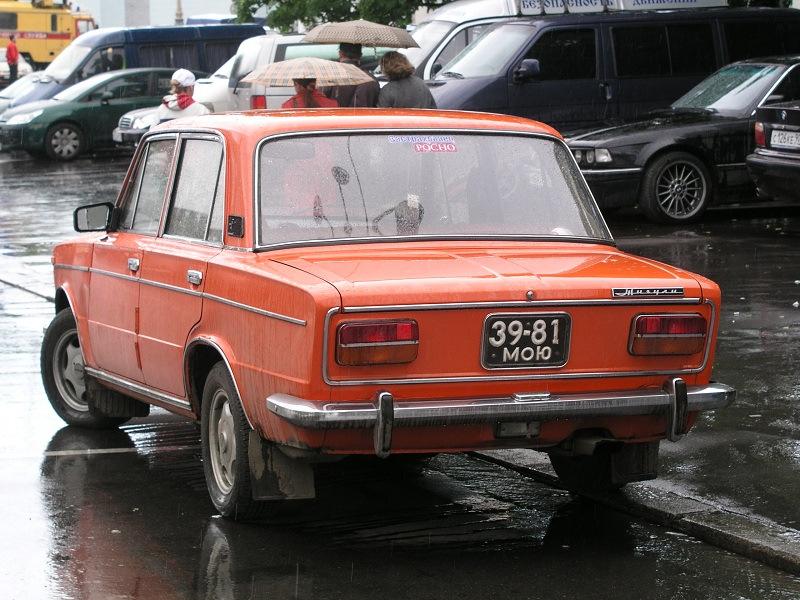 Автомобиль с черными советскими номерами
