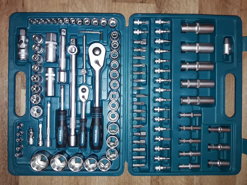 Большой набор инструментов для автомобилистов