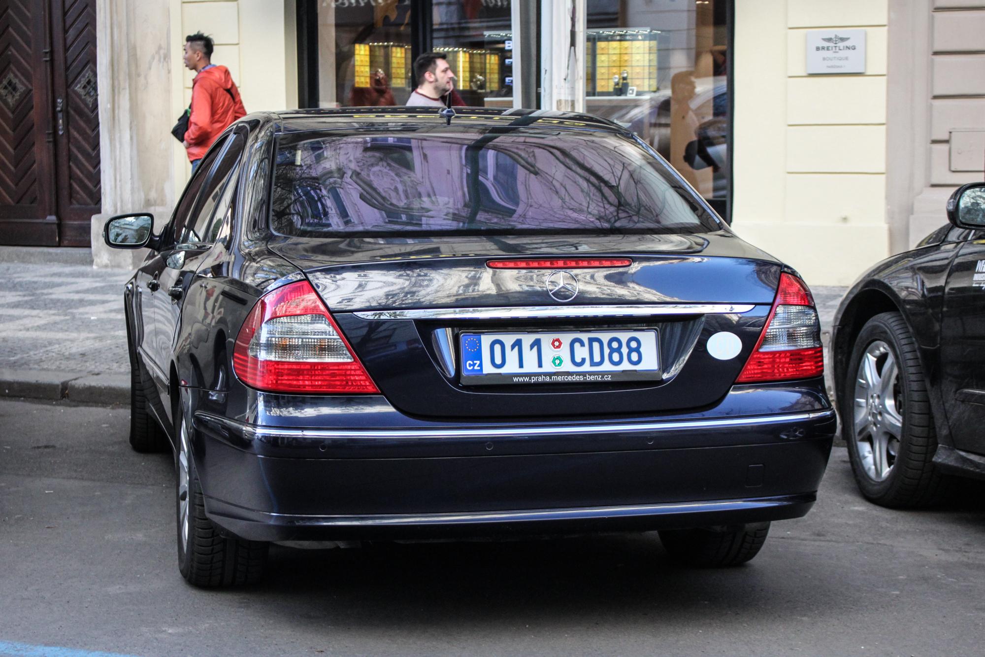 Голубые зарубежные номера на машине