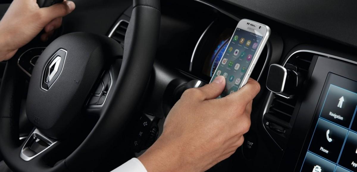 как закрепить телефон в автомобиле на торпеде