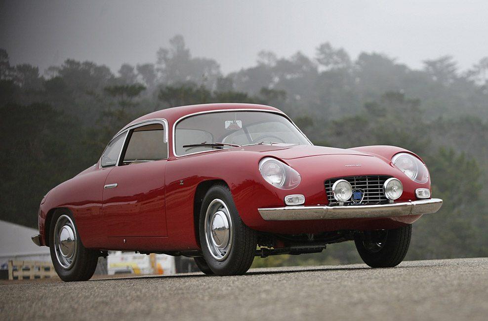 На значке Lancia изображено хромированное рулевое колесо