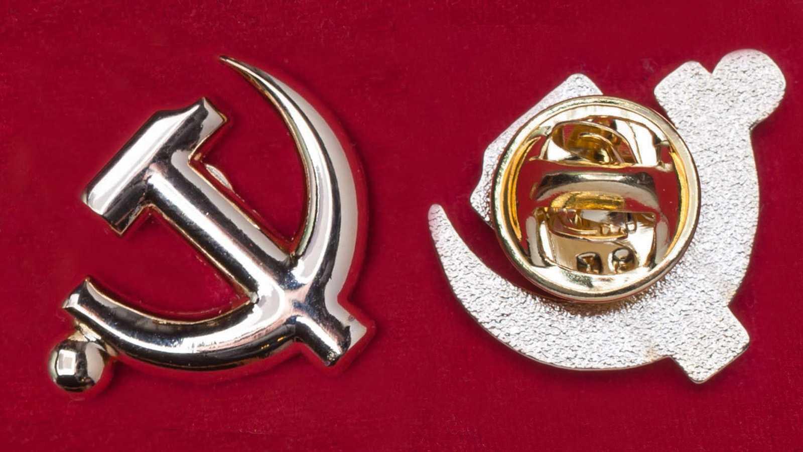 Шильдик в комплекте из 2 штук — «Серп и молот» (хром) и наклейка «Герб СССР»