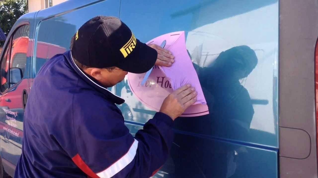 Как снять наклейку с машины не повредив краску