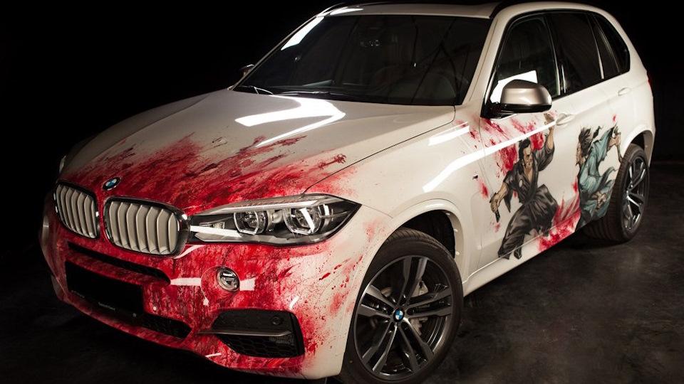 Кровавая аэрография на авто