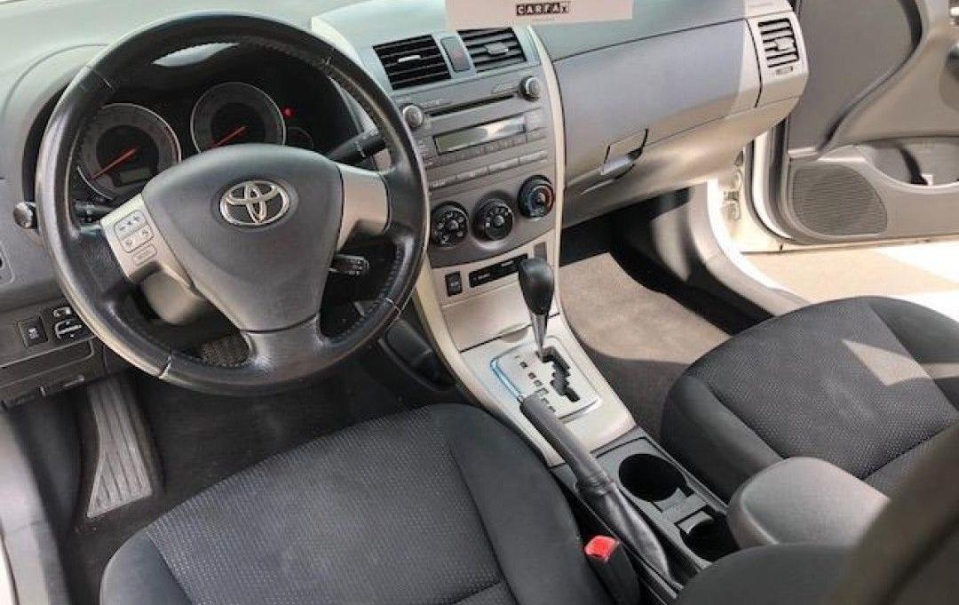 Салон Toyota Corolla 2011 года (автомат)