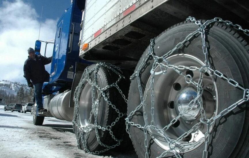 Цепи противоскольжения на грузовом автомобиле