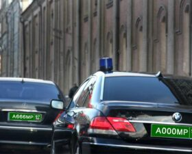 зеленые номера на машинах