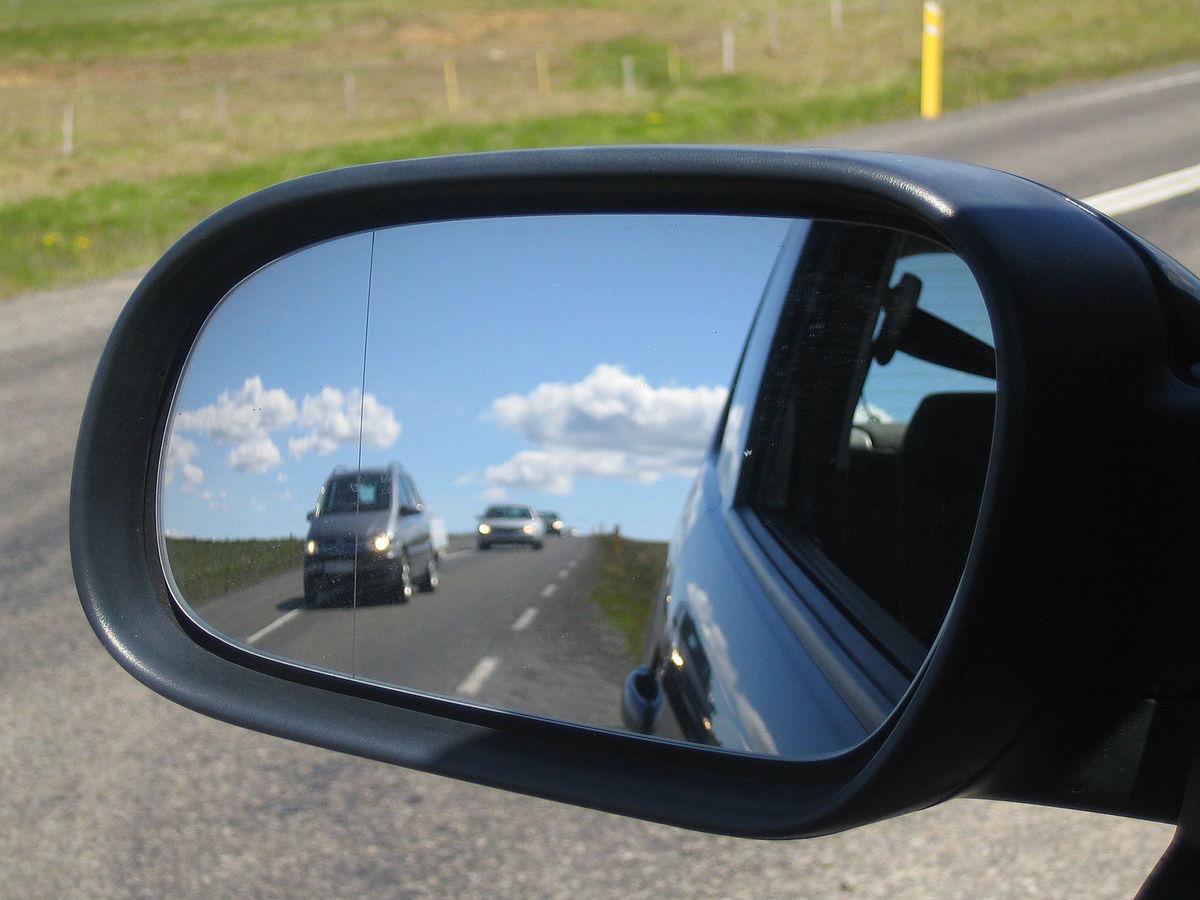 Наклейки на зеркала авто
