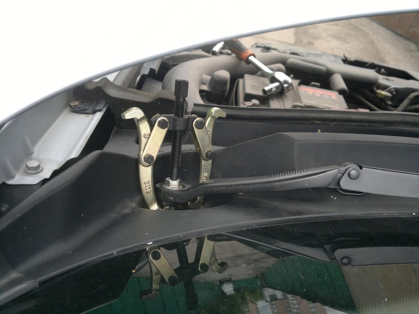 Обзор съемников поводков стеклоочистителя от «Автодело»