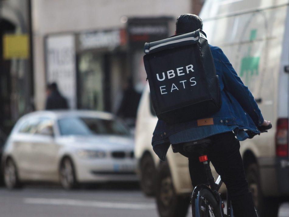 Курьер UberEATS