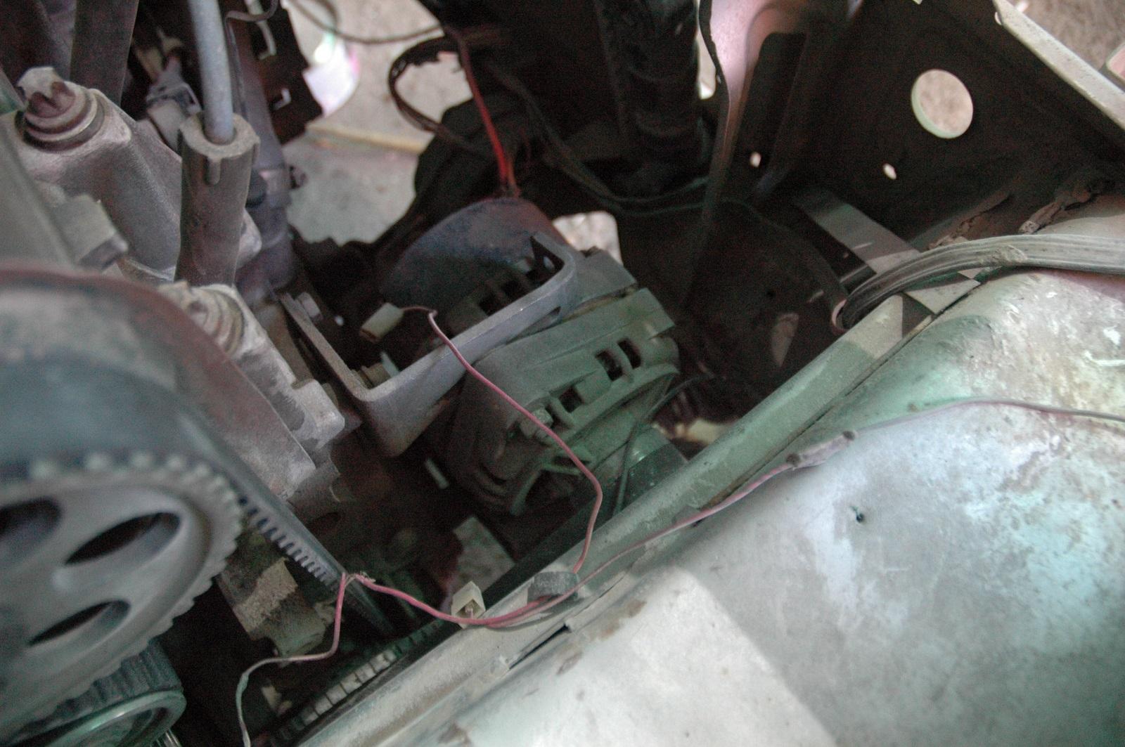 Генератор вырабатывает электроэнергию и обеспечивает работу всех электрических устройств автомобиля