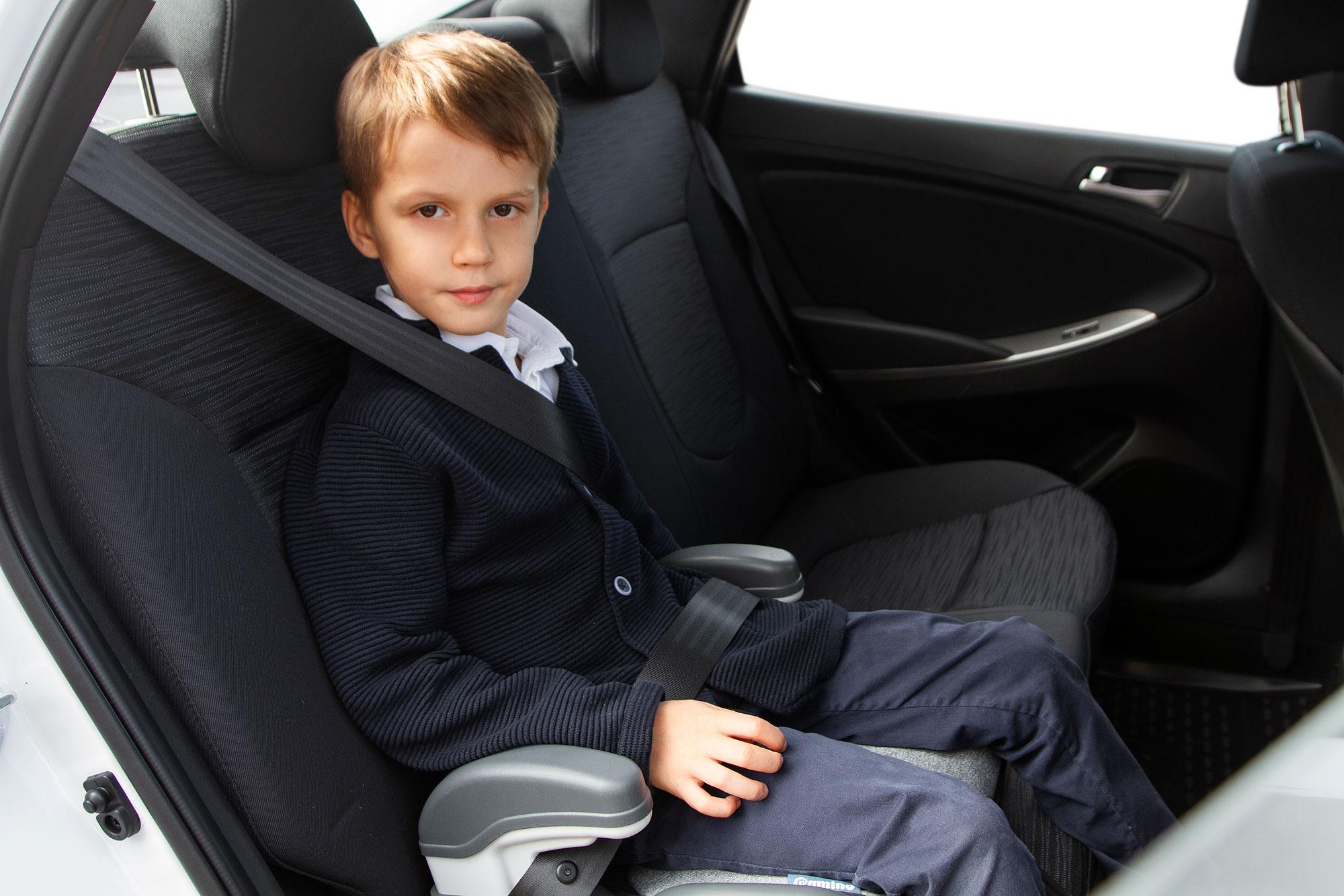 Мальчик в машине