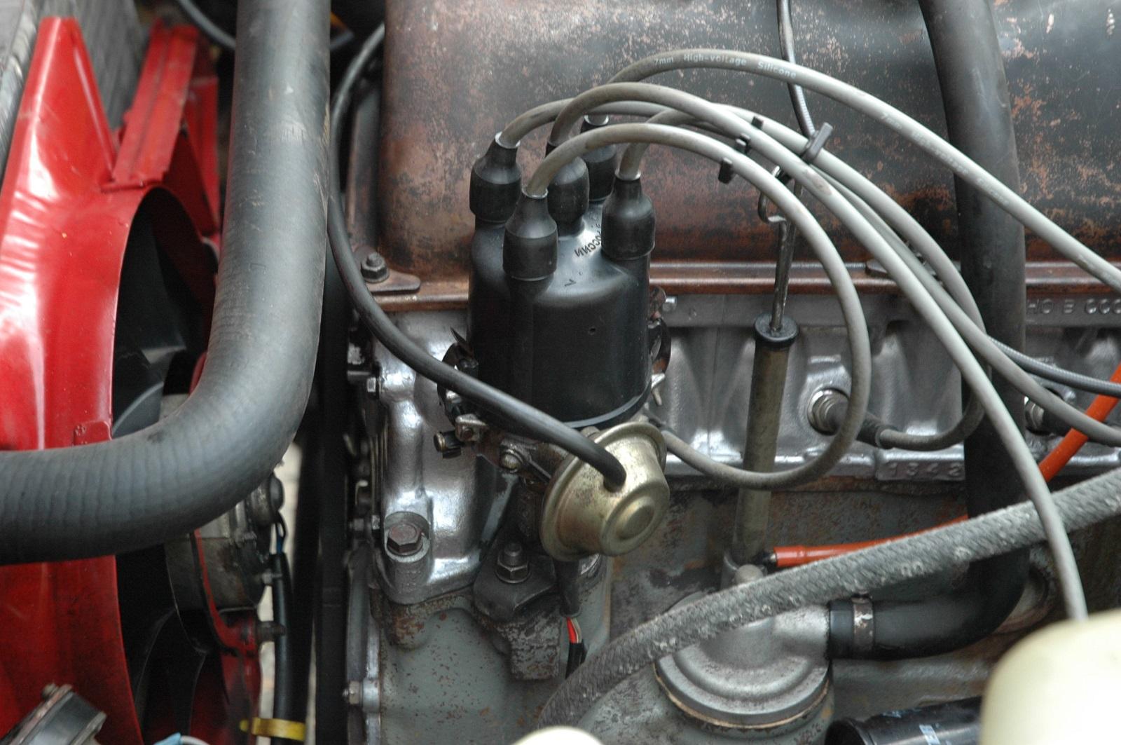 Так выглядит трамблер карбюраторного мотора