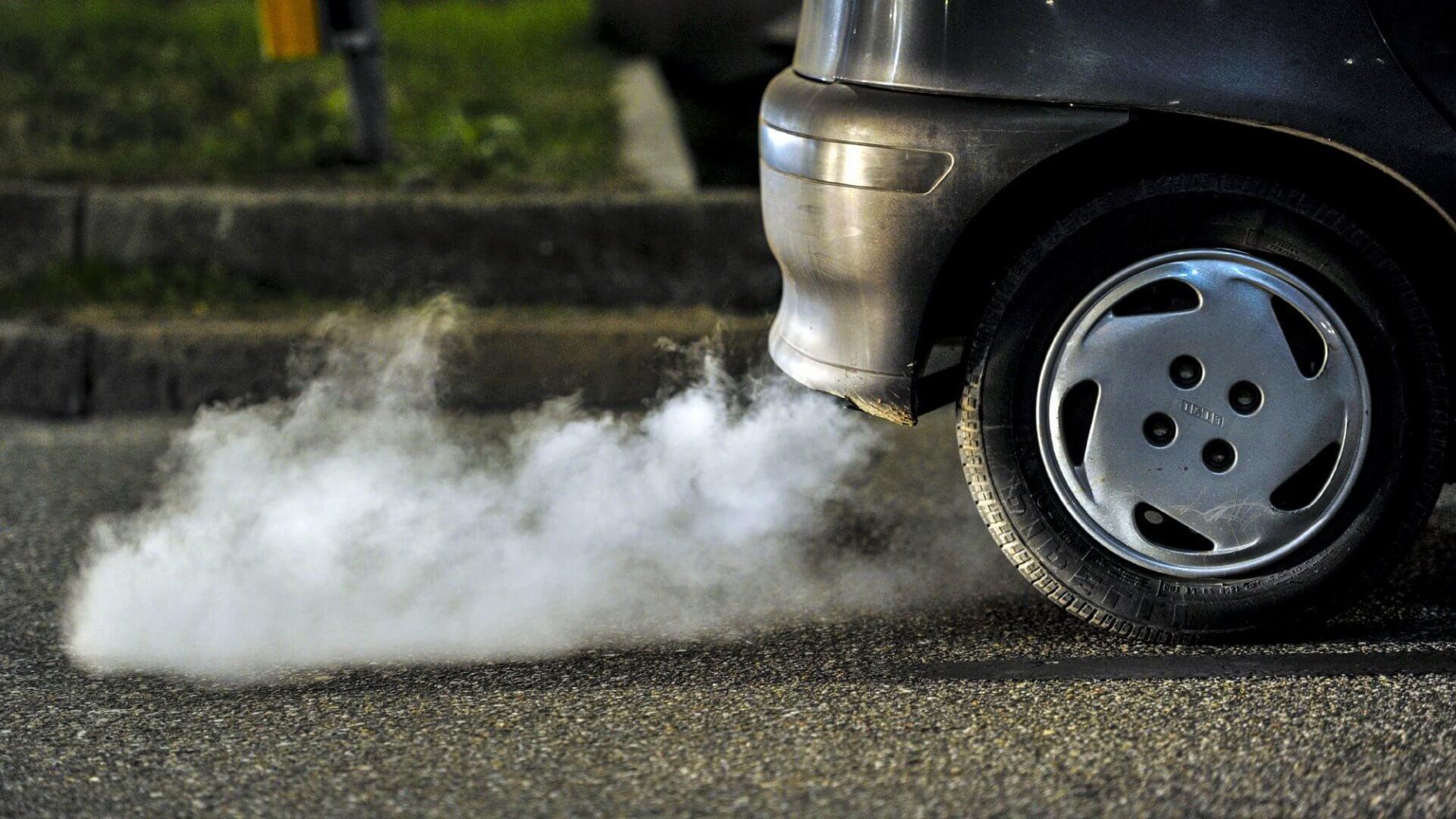 Что значит сизый дым из автомобиля