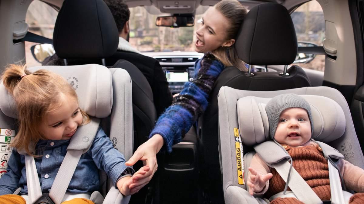 Дети в автомобильном кресле