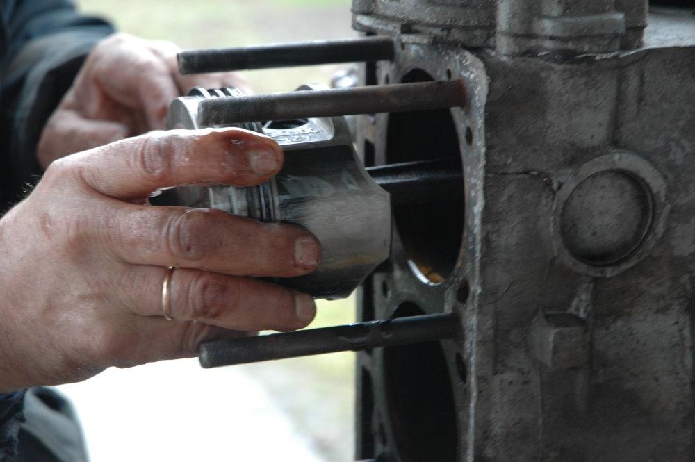 Если не устранить причину, по которой мотор глохнет «на горячую», то скоро может потребоваться уже капитальный ремонт двигателя