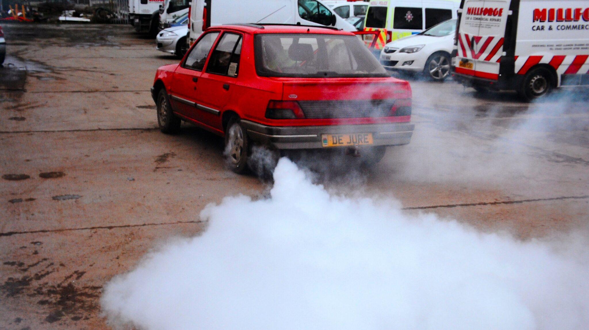 О чем говорит дым из глушителя