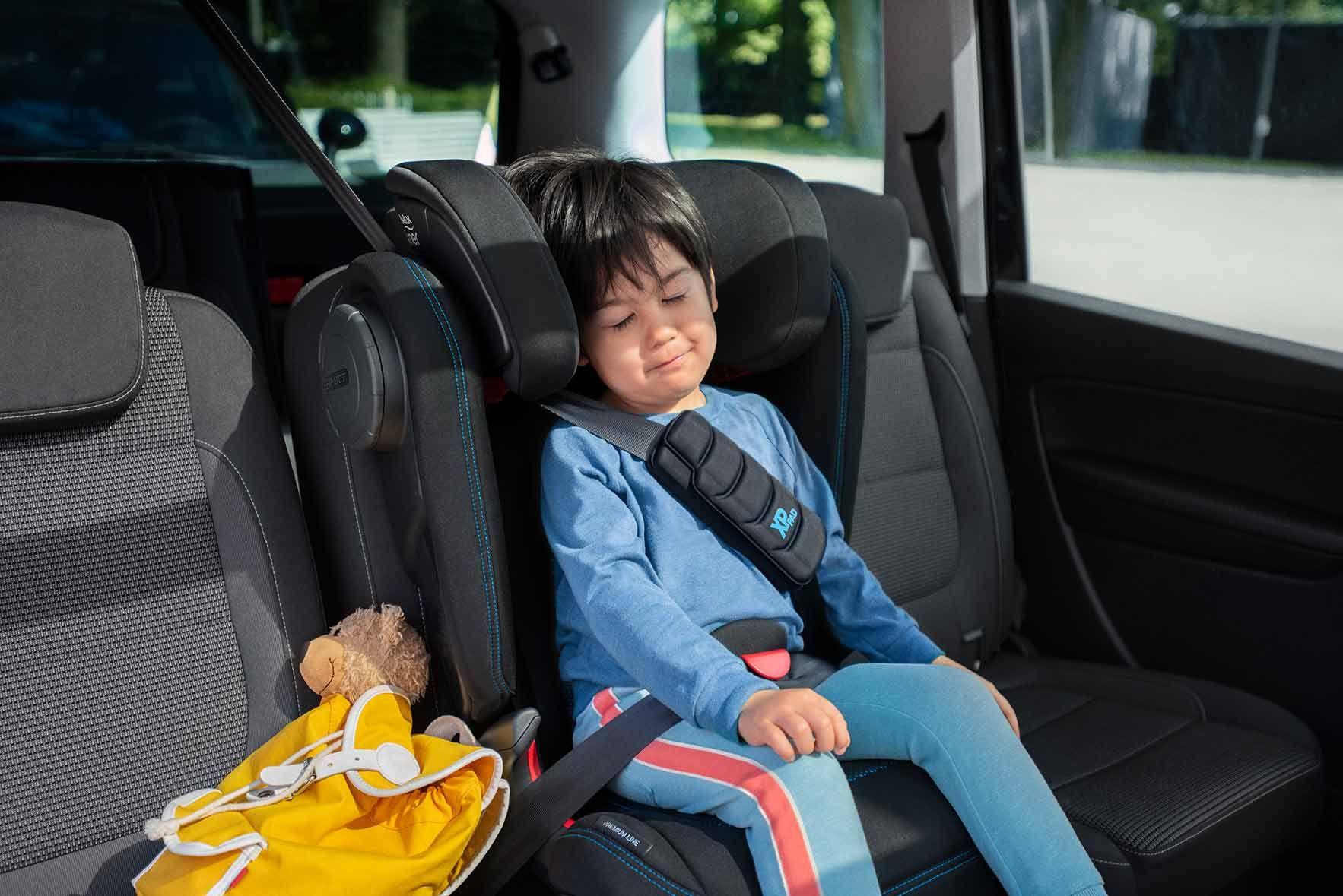 Перевозка детей в автомобиле на переднем сиденье