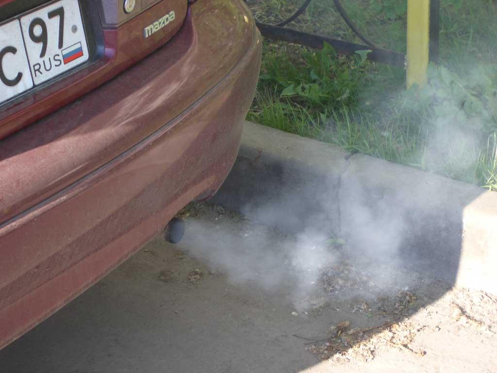 Почему появляется белый дым