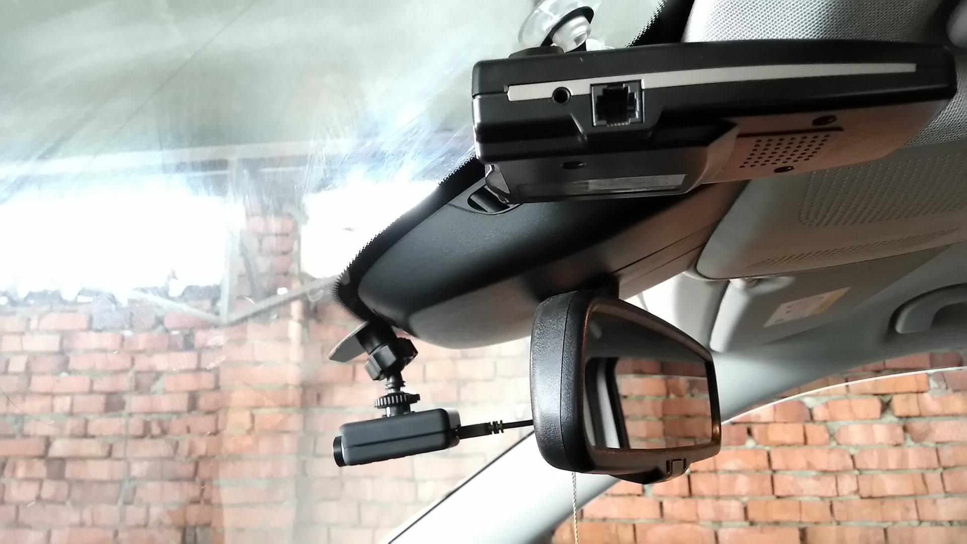Видеорегистраторы с двойной камерой