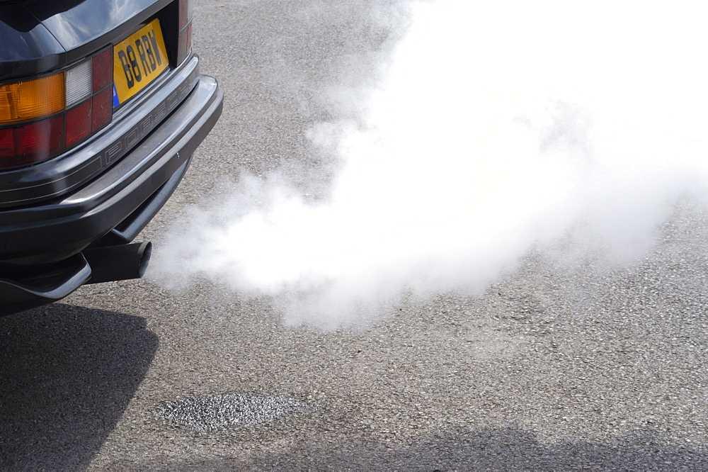 выхлопной дым из трубы
