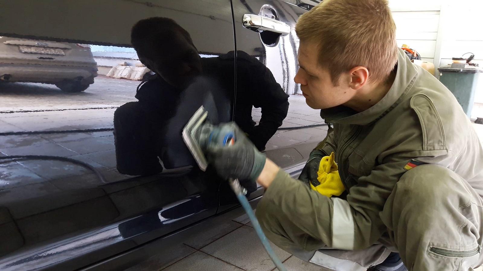 Зачистка кузова автомобиля перед холодной оцинковкой