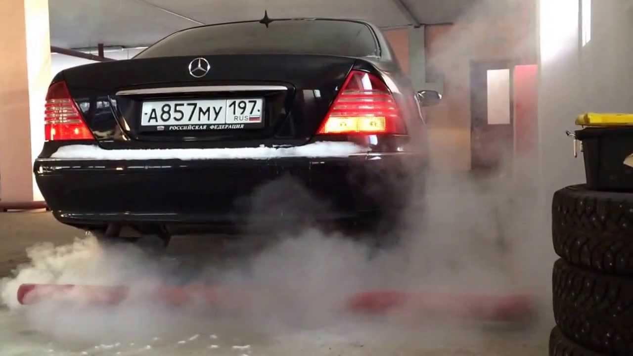 Машина дымит на холодную